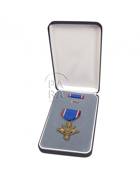 Medal, Distinguished Service Cross, in box (DSC)
