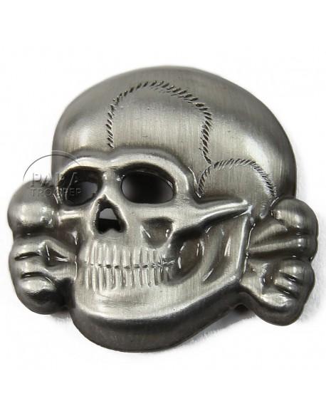 Insigne tête de mort, métal, patiné