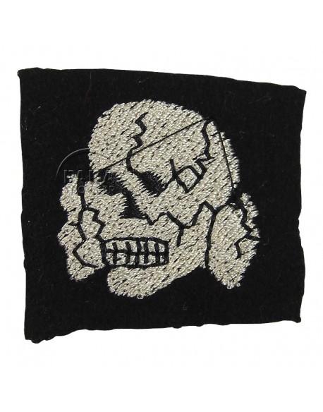 Skull, cloth, on wool