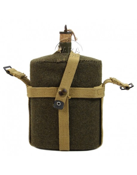Canadian canteen with holder, 1943
