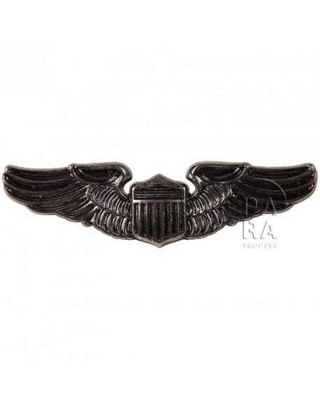 Wings, Pilot
